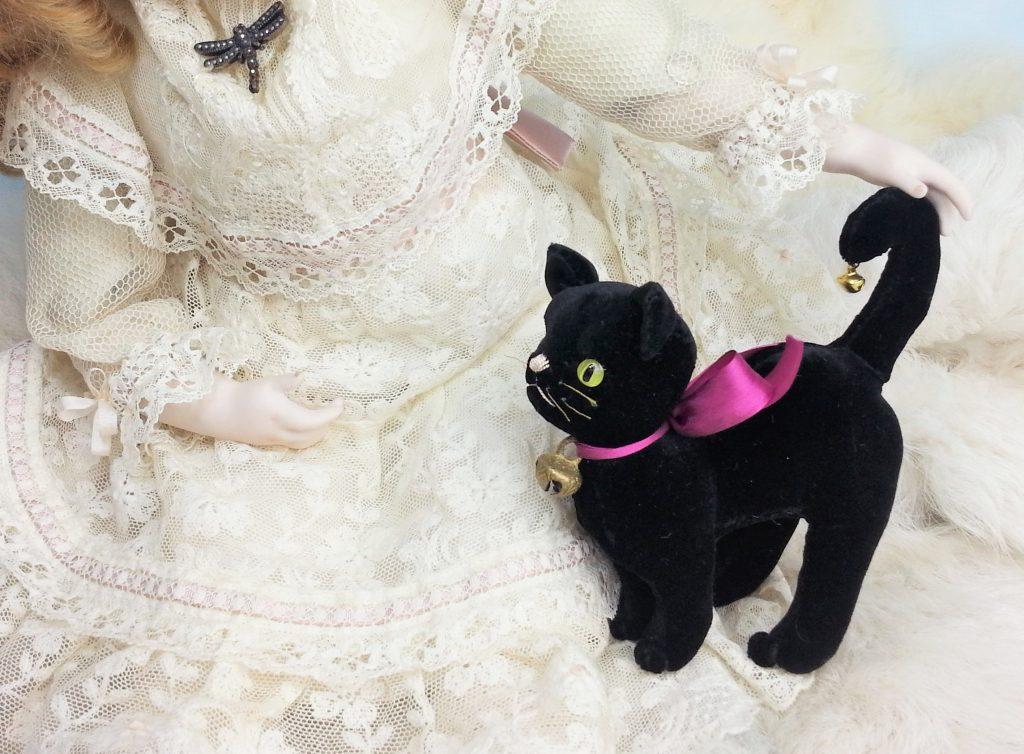 ぬいぐるみ ベロアの黒猫