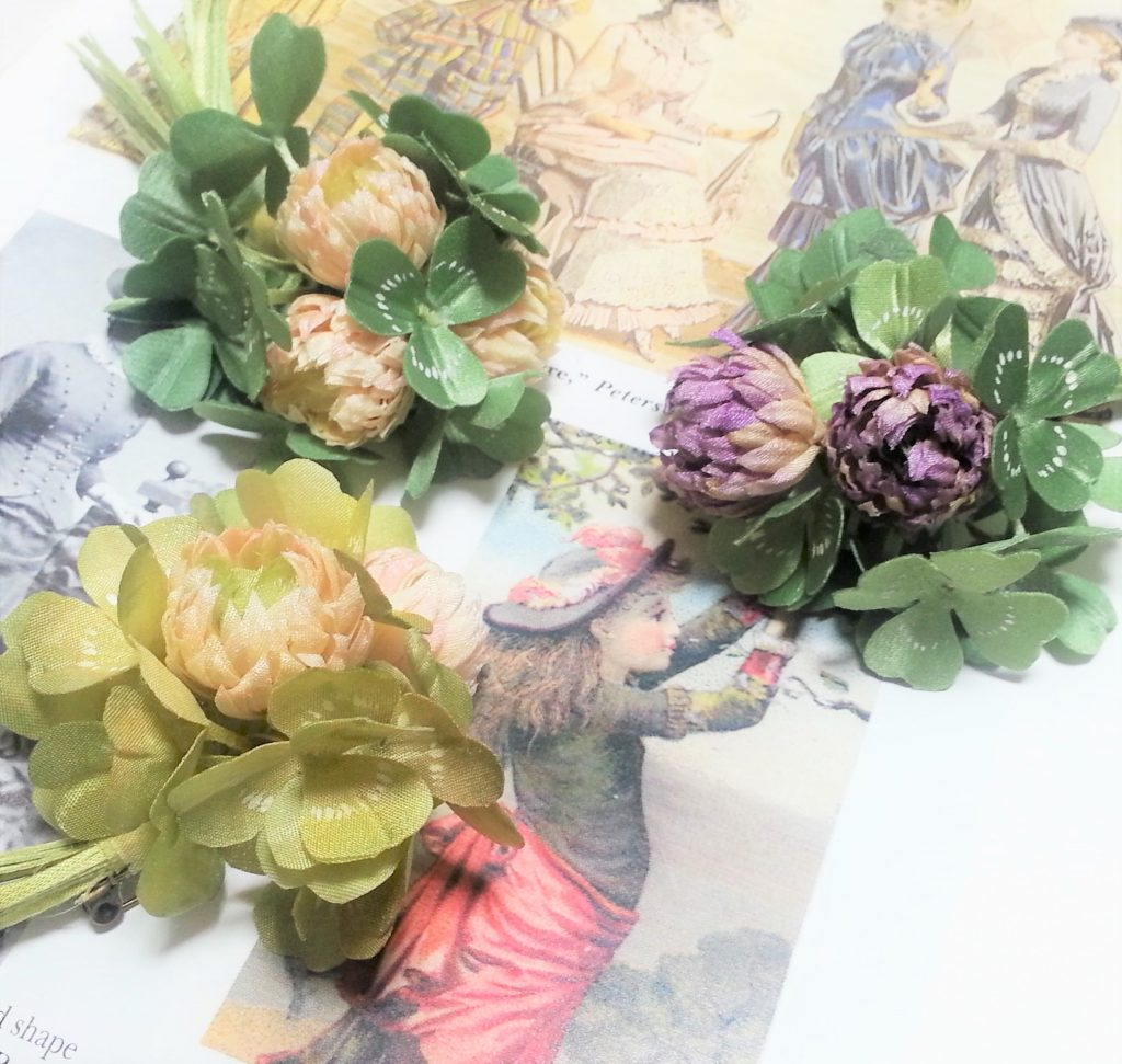 布花│シロツメクサのコサージュ