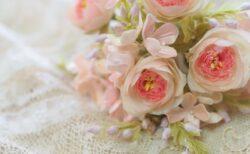 ピンクローズと小花のブーケ